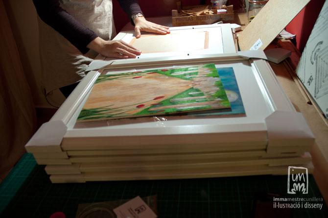 Emmarcant les il·lustracions per l'exposició de Cal Sant ©Imma Mestre Cunillera