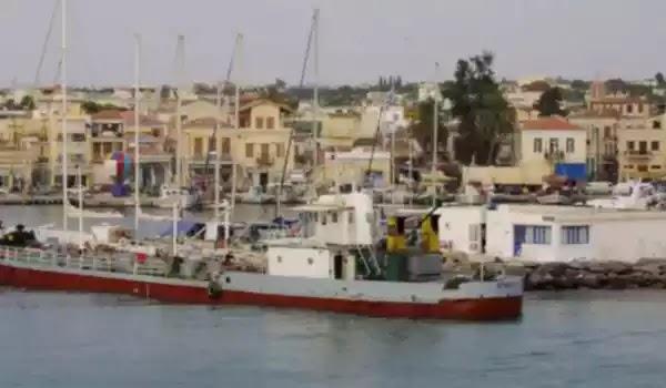 Τραγωδία στην Αίγινα: Οι ψαράδες μάζευαν τα δίχτυα και δεν άκουσαν τις προειδοποιήσεις