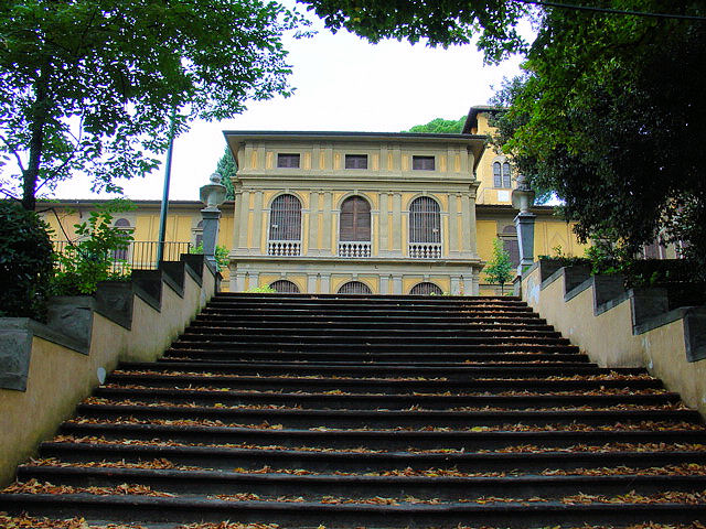 Steps leading down to the Poggi designed park in the rear of the museum.