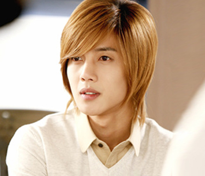 This is Kim Hyun Joong back in his Boys Over Flowers days Long hair