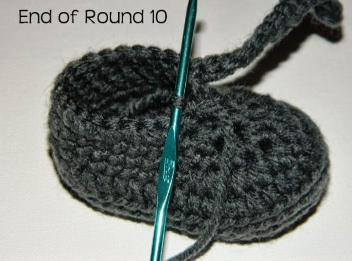 Baby Booties Resemble Baby Shoes Get The Free Crochet Pattern