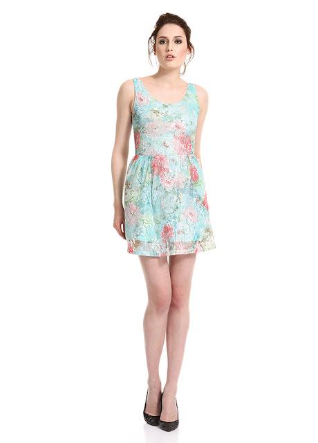 çiçek desenli kısa yazlık elbise