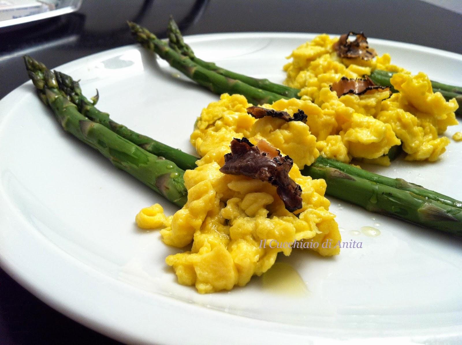 uova strapazzate alla francese con asparagi e tartufo