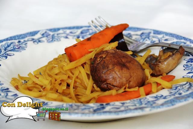 ירקות מוקפצים ונודלס Noodles with stir fry