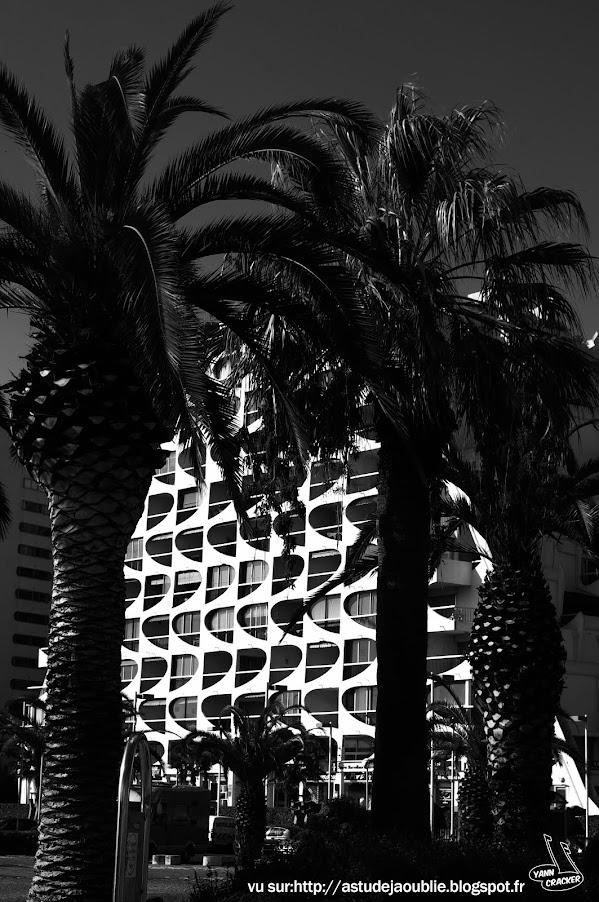 La Grande Motte - Ensemble d'Immeubles du port  Architectes / Maîtres d'œuvre: Jean Balladur - Jean-Bernard Tostivint  Construction - 1968/1974