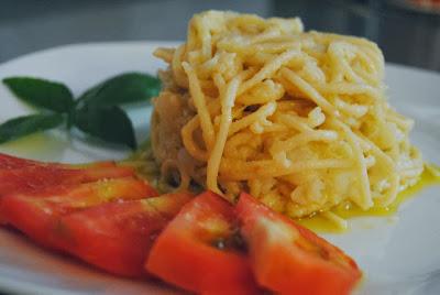 http://canelaynaranja.blogspot.com.es/2013/09/los-espaguetis-de-la-abuela-napolitana.html