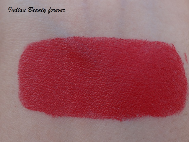 Lakme 9 to 5 Matte Lipstick in Red Coat Review, shades, price, Swatches