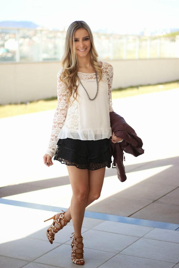 saia de renda, camisa de renda, sandália