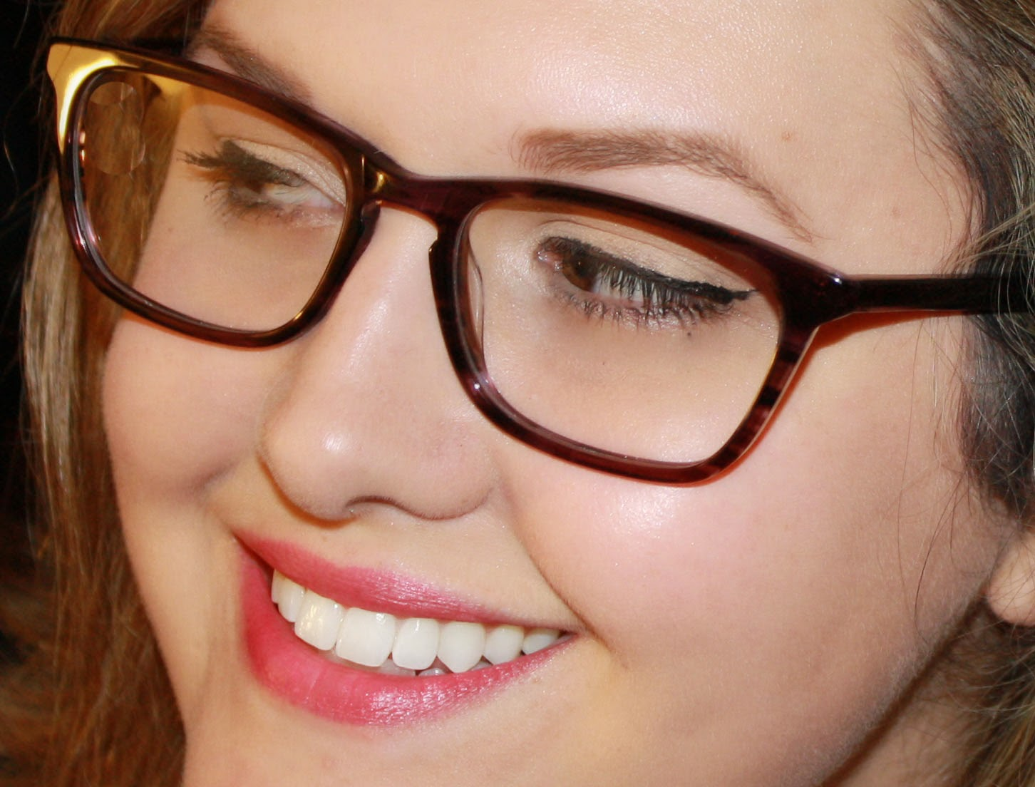 7 Tips For Makeup With Glasses Apply Mineral Makeup
