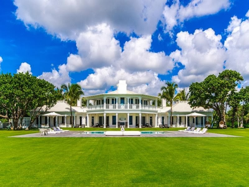 Green lawn in the Custom built celebrity home for Celine Dion