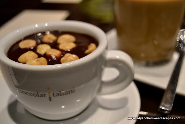 CioccolatItaliani's cioccolata calda con nicciole