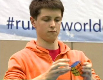 Remaja selesaikan kiub Rubik 7.36 saat 2