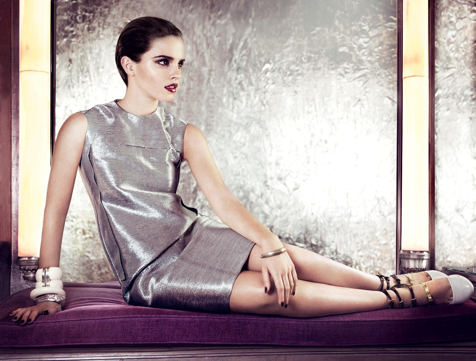 http://1.bp.blogspot.com/-d3f5EQ6H-RE/Tfcupu0qKKI/AAAAAAAAAks/milsopn7dog/s1600/Emma+Watson+Vogue+US+July+2011+6.jpg