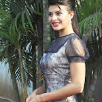 Jacqueline Fernandez Super Sexy Legs Show At The HELLO Classic Derby Race 2013