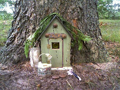 Love the door on this one so rustic and looks handmade (by the little people of course!). It\u0027s almost like it\u0027s been there for years. & Two Men and a Little Farm: FUTURE PROJECT: FAIRY DOOR IN A TREE