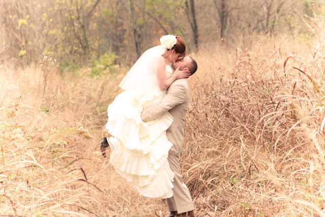 rustic wedding outdoor kiss