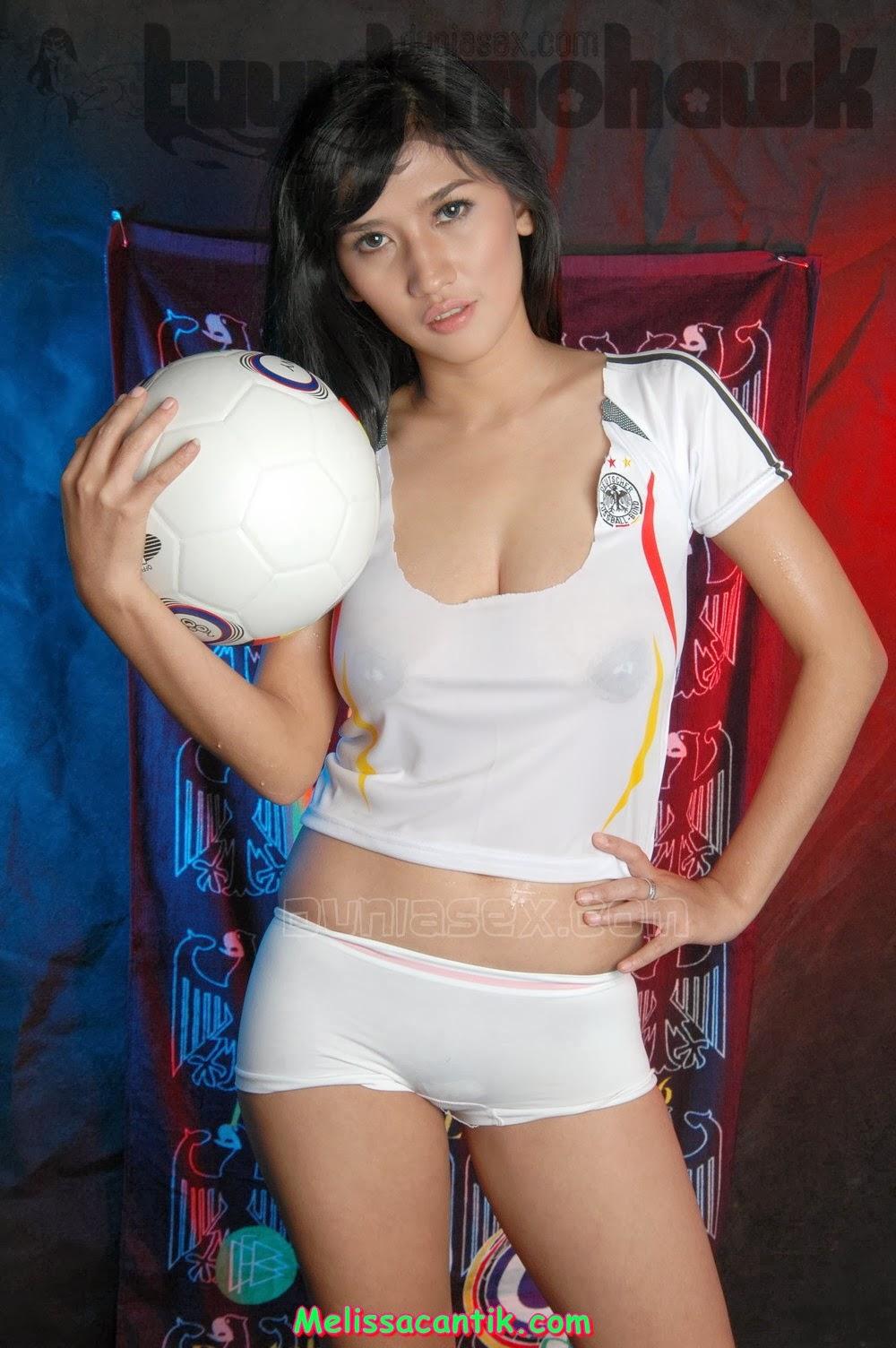 ... bola jerman gambar hd wallpaper cewek indonesia montok berkostum bola
