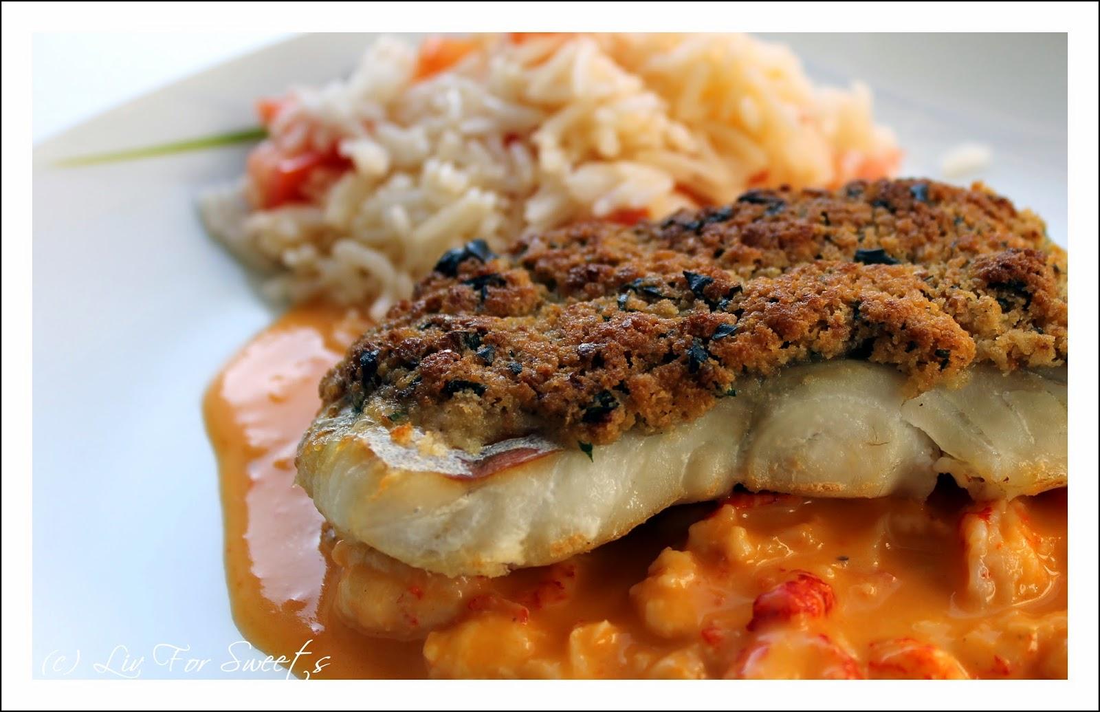 Rezept für Seelachs mit einer Panade aus Toast und Butter auf einer Sauce mit Krebsfleisch an Reis mit Tomaten