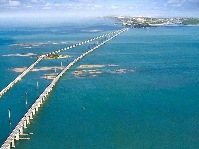 The seven mile bridge is a famous bridge in the florida keys in