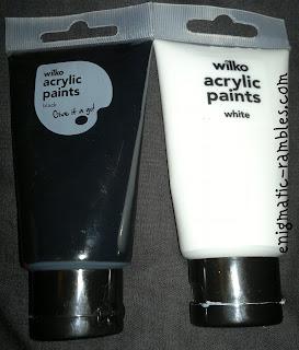 wilko-wilkinsons-artists-acrylic-paint-black-white