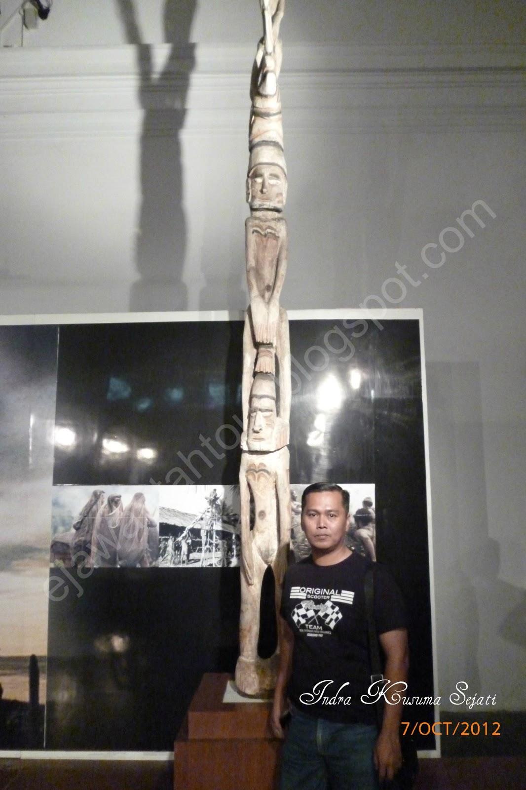 http://www.ejawantahtour.com/2014/02/mengenal-seni-ukir-kayu-suku-asmat.html