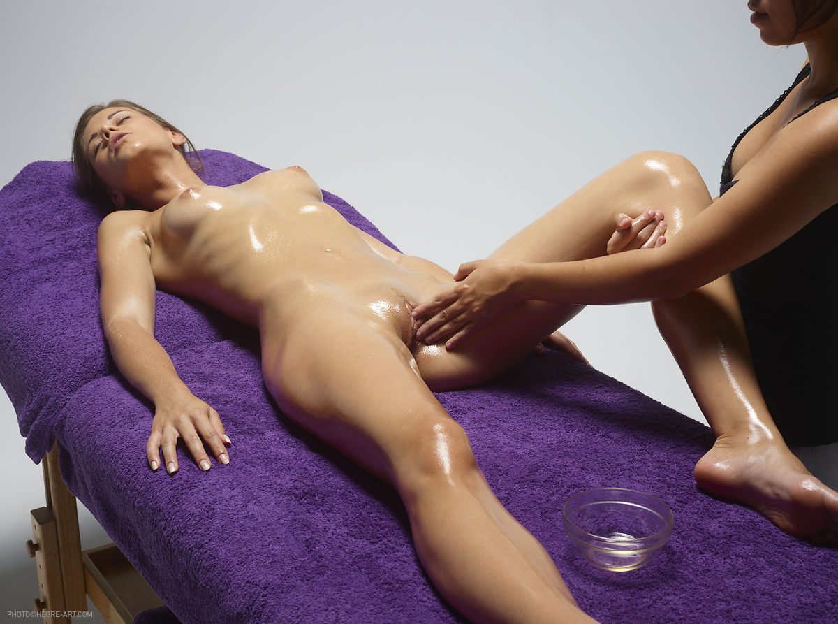Her Pussy Is Soaking Wet By The Sensual Massage