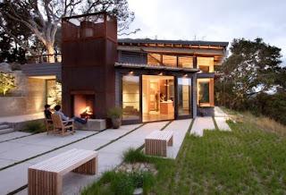 Casa sostenible con fachada moderna