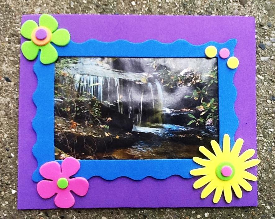 Daily Messes: Mother\'s Day Gift Idea: Make Mom a Frame!