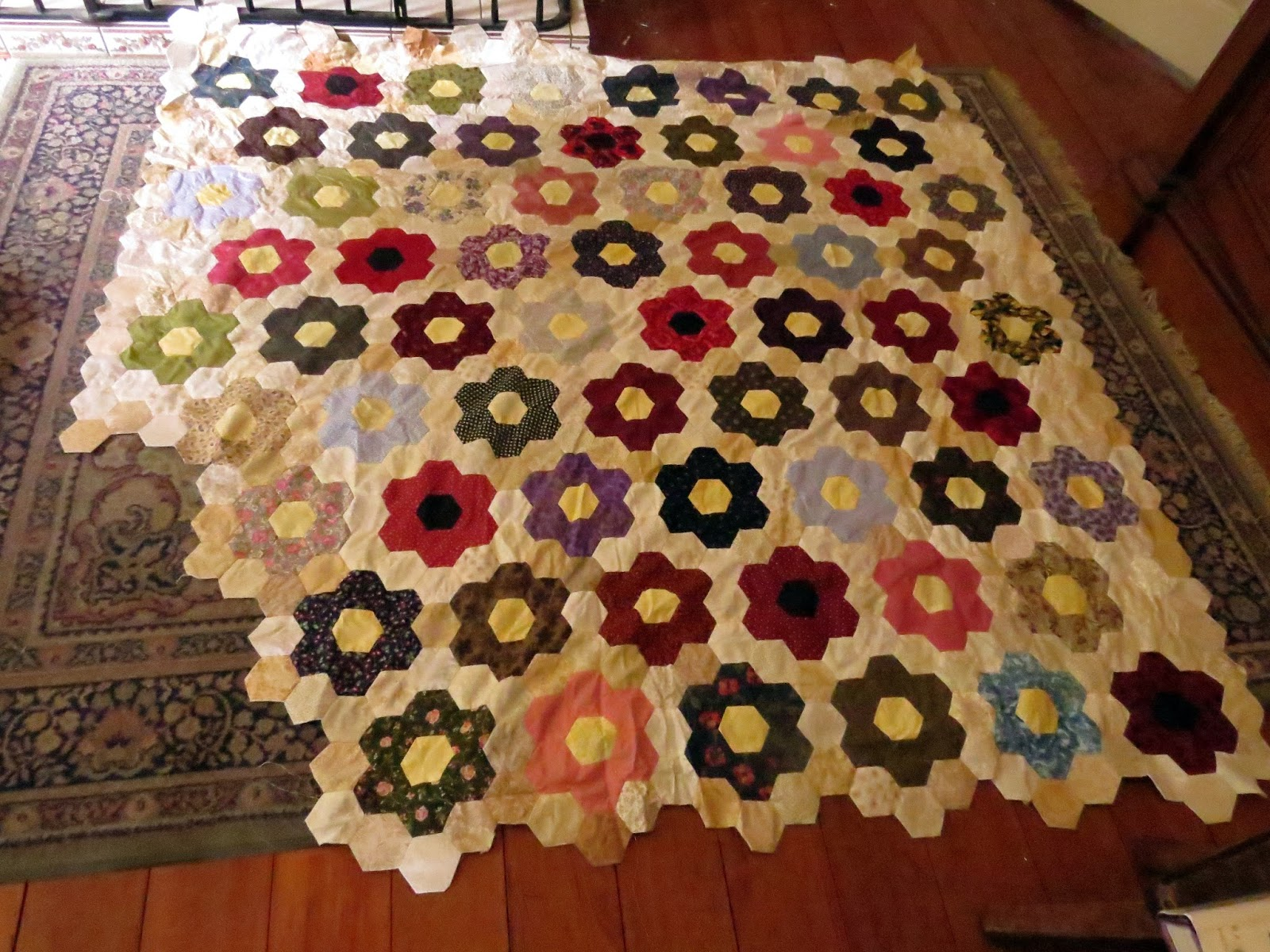 Beekeeper S Quilt Knitting Patterns : Cottage tails the beekeeper s quilt