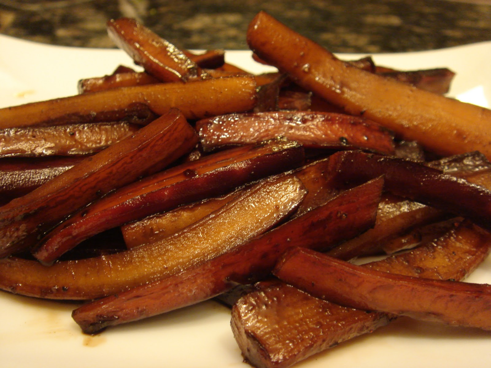 Pomegranate-Balsamic Glazed Carrots | Generation Y Foodie