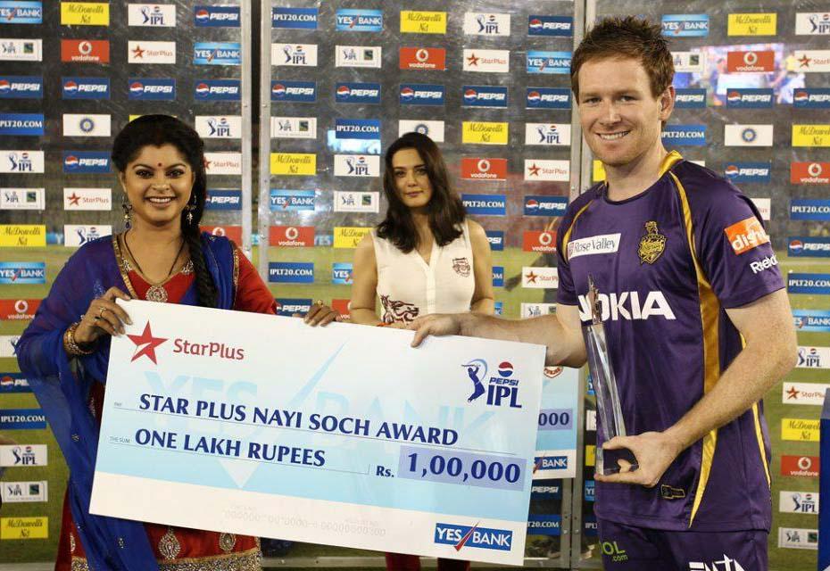 Eoin-Morgan-Star-Plus-award-KXIP-vs-KKR-IPL-2013
