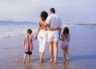 http://1.bp.blogspot.com/-d5UqnFj0PaM/TjCmHy5IslI/AAAAAAAAAGs/SXdn5d6-UqE/s1600/keluarga+sejahtera.jpg