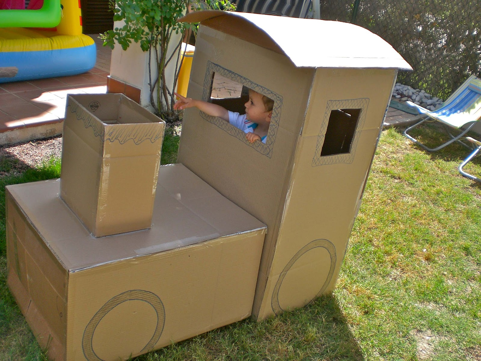 cottoncloud tren de cart n cardboard train. Black Bedroom Furniture Sets. Home Design Ideas