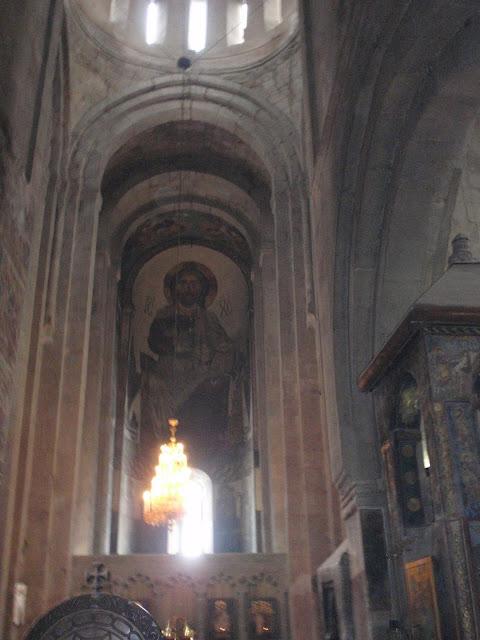 Большое изображение святого на потолке грузинском в храме