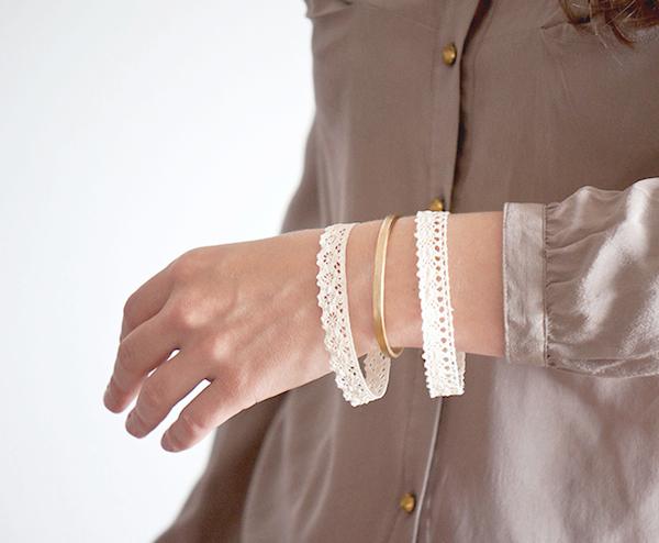 http://1.bp.blogspot.com/-d6RwaGIP2pM/U6mIKxv6QbI/AAAAAAAACxw/OFq3-EwaasQ/s1600/diy-lace-bangle-1+-+copie.jpg