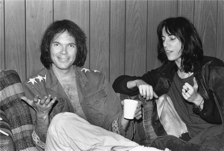 Neil  amp  Patty  dupla din  226 mica da pesada Young Patti Smith
