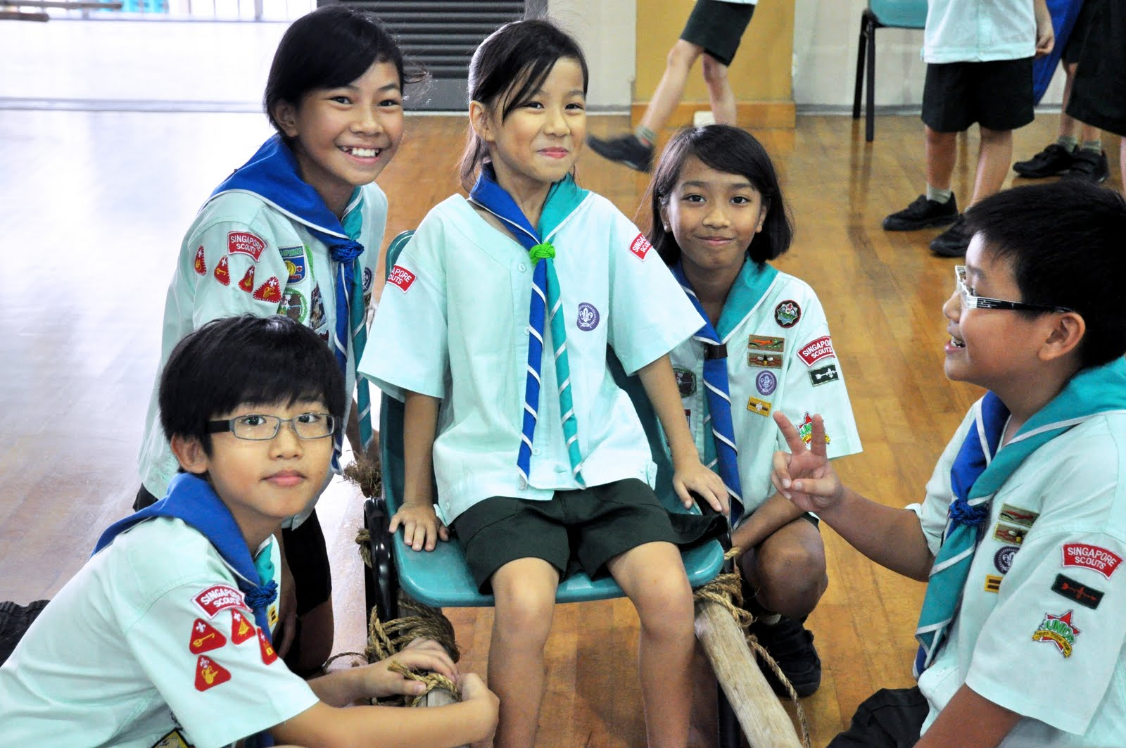 girl scout uniforms around the world pictures to pin on