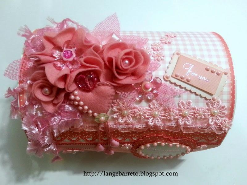 Caixa decorada modelo baú