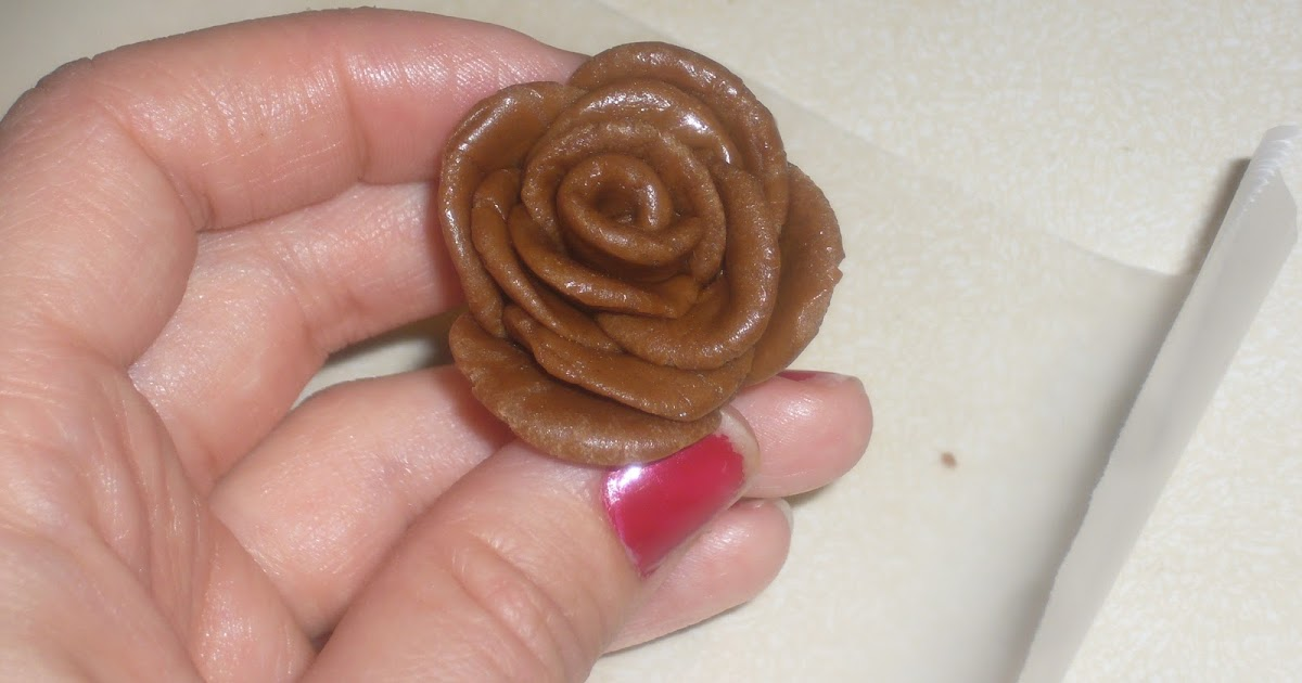 Cake Doodling: How to Make Tootsie Roll Roses {Tutorial}