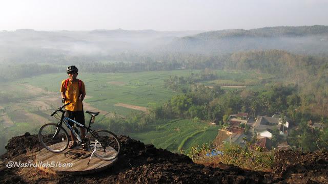Mengabadikan diri di Gunung Ireng Patuk