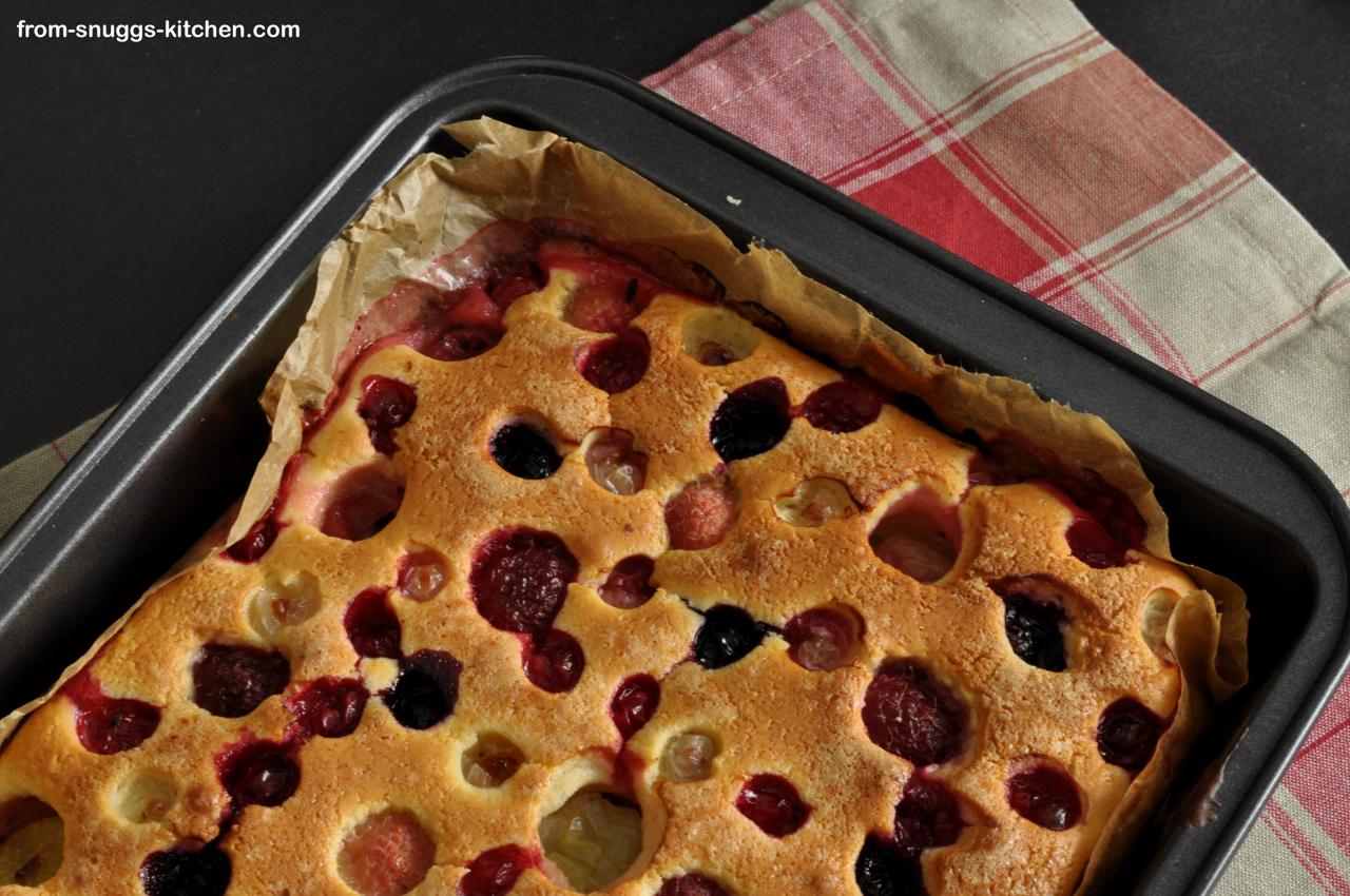 Schneller Beerenkuchen, in der Form