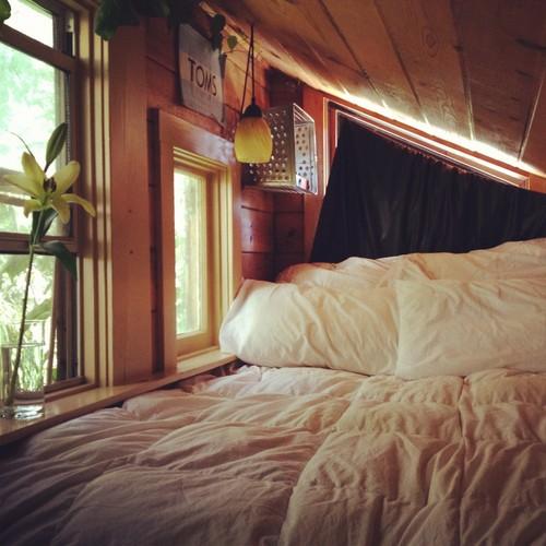 Moon to moon hibernation cosy bedroom nooks for Attic loft bed