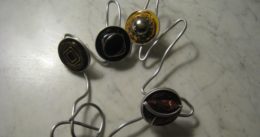 francine bricole pr sentoirs en fil de fer pour bijoux nespresso. Black Bedroom Furniture Sets. Home Design Ideas