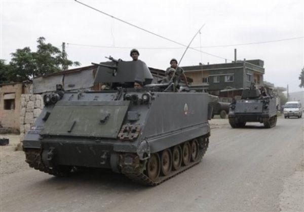 Liban Lebanese+army+soldiers+patrol+the+Lebanese+villages+in+Wadi+Khaled+near+Talkalakh+opposite+the+Syria-Lebanon+border%252C+north+Lebanon%252C+%25282%2529