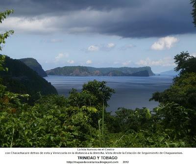 Foto de La Isla Huevos en el Centro, con Chacachacare detras de esta y Venezuela en la distancia a la derecha. Vista desde la Estación de Seguimiento de Chaguaramas (Isla de Trinidad y Tobago)