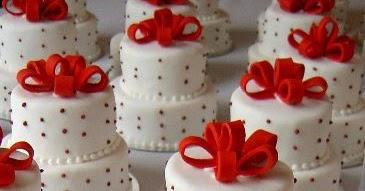 Unique wedding ideas: \'Mini Cakes\' as Wedding Centerpieces
