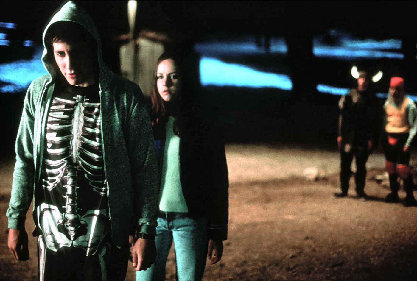 http://1.bp.blogspot.com/-d7iyzPrJ-3E/TqHvAlTqoOI/AAAAAAAAAFA/a36iWKSSTFo/s1600/donnie-darko-movie-image-4.jpg