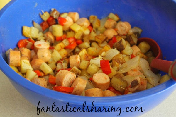 Roasted Potatoes, Chicken Sausage, and Peppers | An easy, no-fuss hash recipe with delicious Italian chicken sausage - tossed with some rosemary and baked in the oven! #recipe #maindish