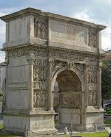 Arco de Trajano en Benevento (desde el Sur)
