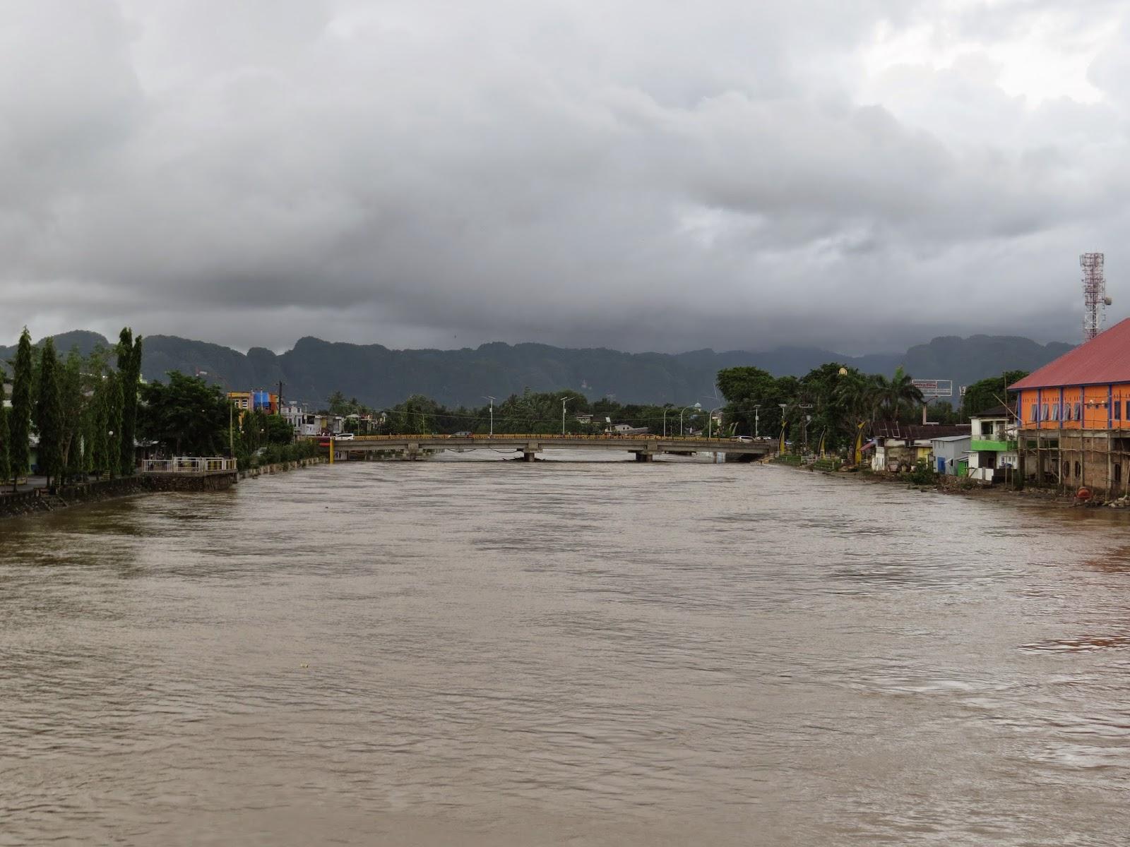 Sungai Pangkajene Meluap